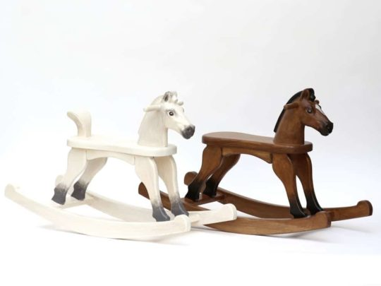 Cavallo a dondolo Amazing Ruby in diversi colori