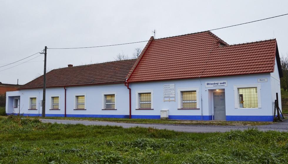 Naše provozovna a podniková prodejna, Bajovec 755 a 1910, Uherský Brod