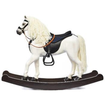 Cavallo a dondolo di legno che sembra vivo